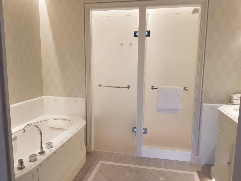 Façade de douche 1 porte verre dépoli type QUA.1211.XX.CHR & Porte verre dépoli