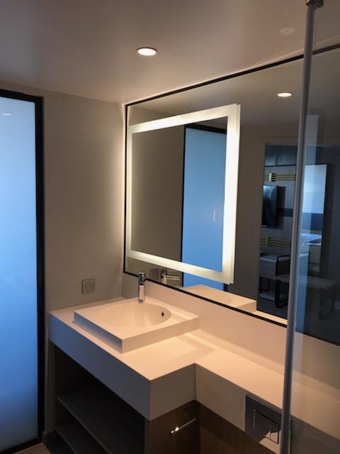 Miroir rétro-éclairé sur mesure type Tech