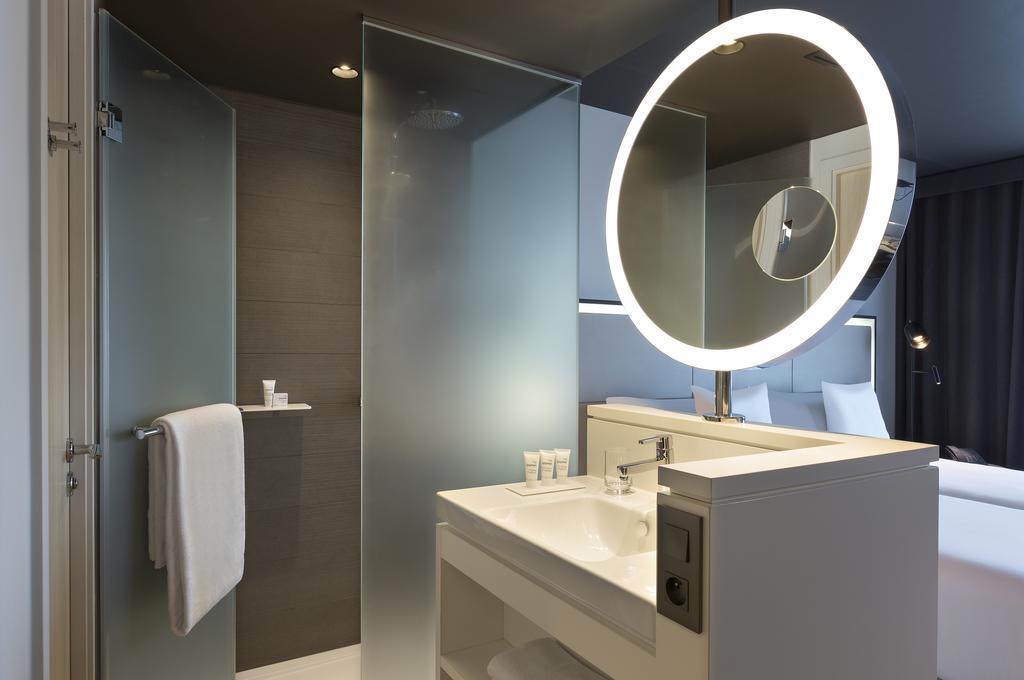 Miroir Totem Round rétro-éclairé + miroir grossissant